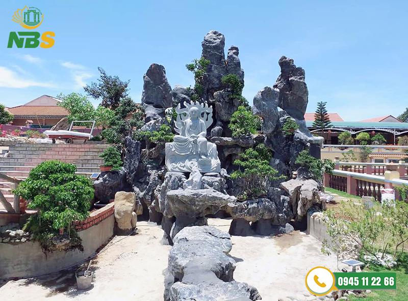 Thiết kế hòn non bộ cùng tượng Phật và tiểu cảnh hồ cá Koi