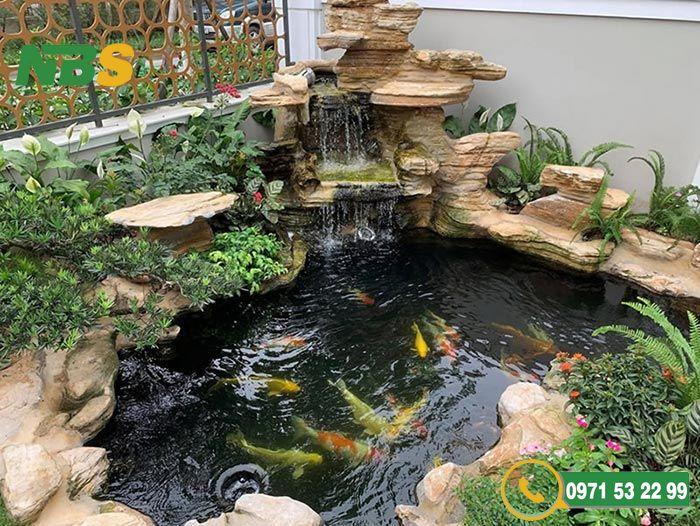 Thiết kế hồ cá Koi sân vườn tự nhiên sinh động
